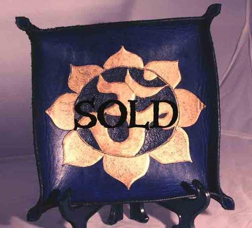 Blueandgoldomtraysold